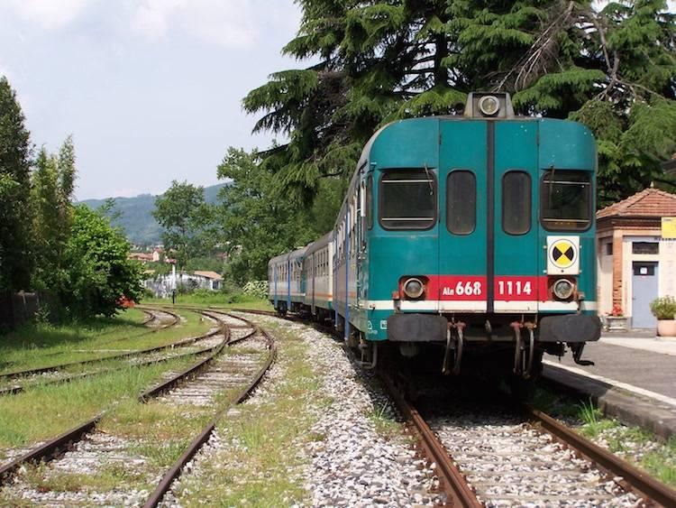 Treno su rotaia