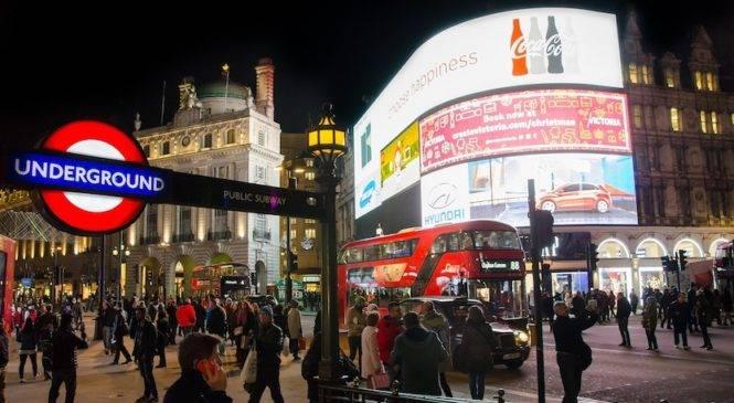 Visitare Londra di notte grazie alla Night Tube