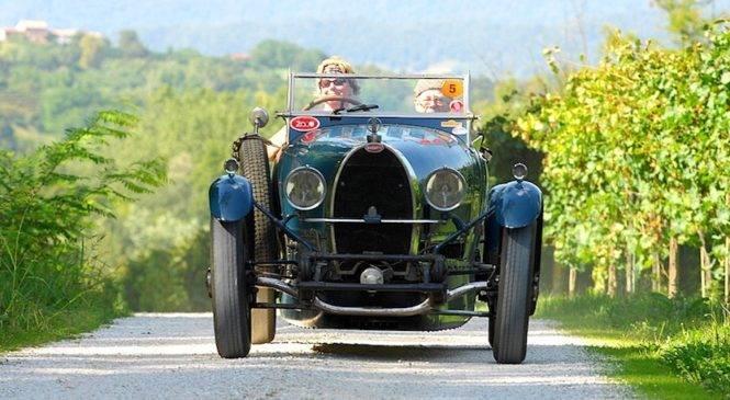 Auto d'epoca tra le colline del Valdobbiadene