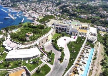 Cerchi un hotel a picco sul mare a Ischia?